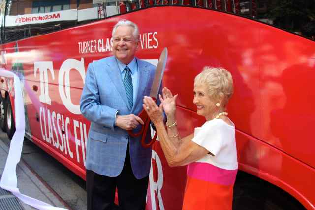 Robert Osborne cuts the TCM Tour ribbon with classic film star Jane Powell on August 20. (Photo by Will)