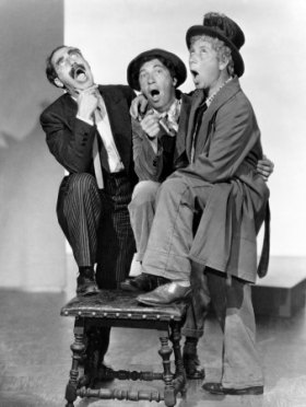 A-Night-At-The-Opera-marx-brothers-31074310-338-450